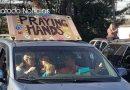 Cristianos se unieron fuera de un hospital para orar por los médicos y los afectados por la pandemia